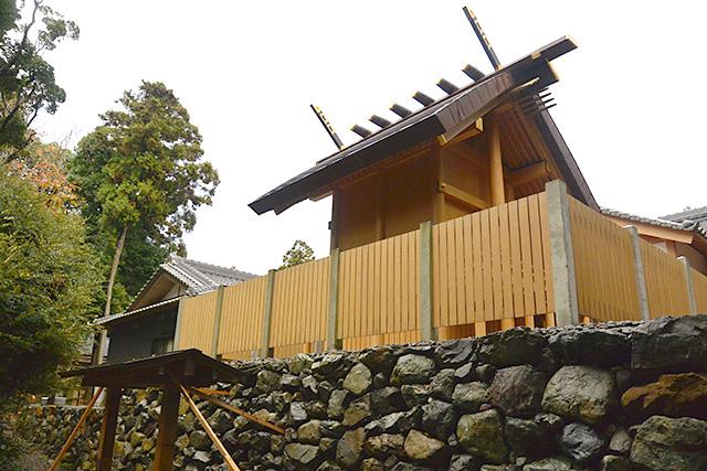 神明神社・本殿裏の参拝所