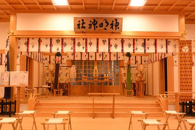 神明神社の拝殿の中