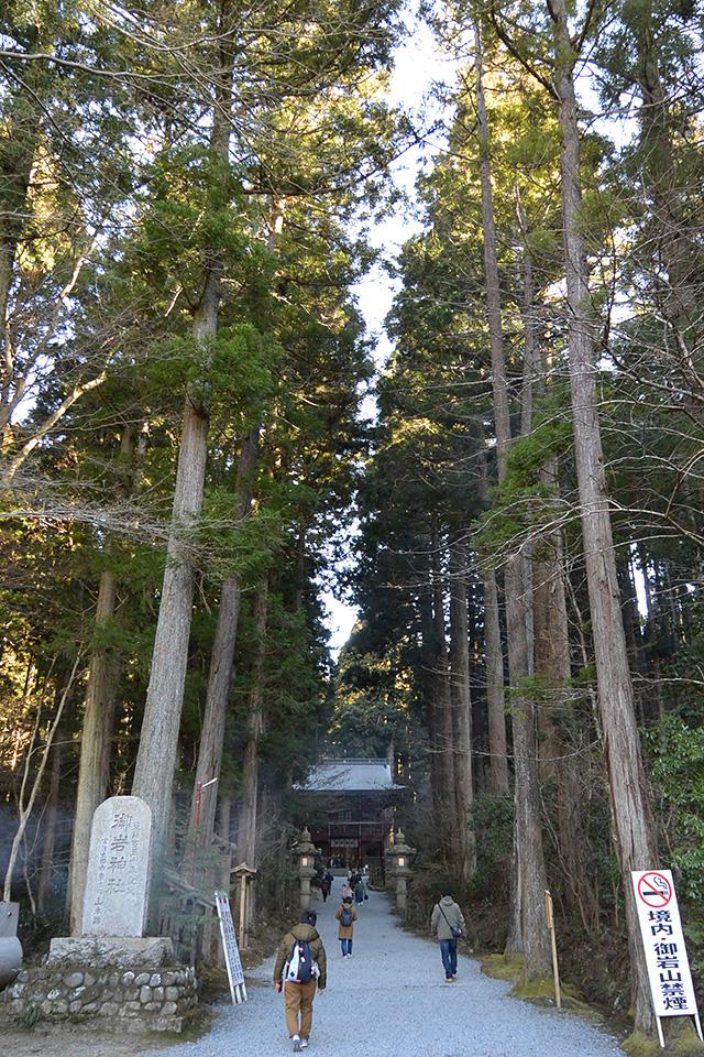 御岩神社・参道