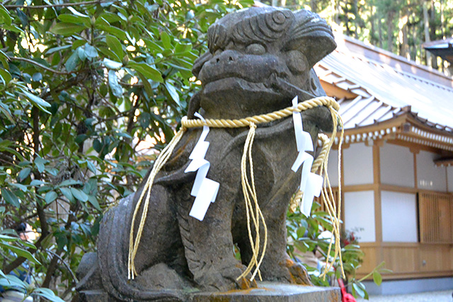 御岩神社・狛犬