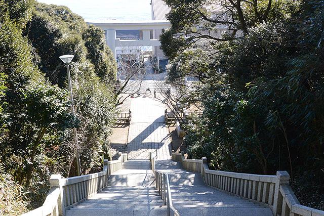 神磯の鳥居へ至る階段