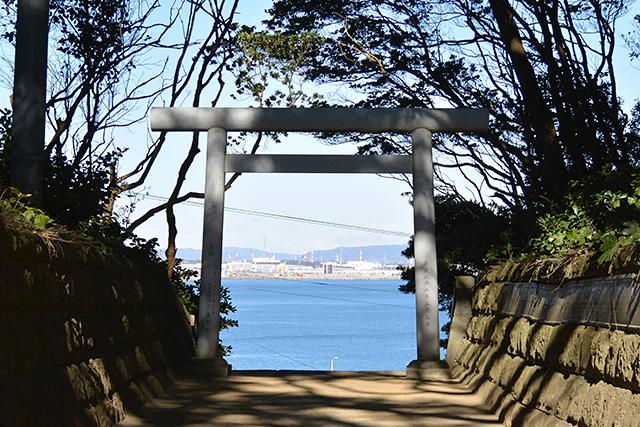 酒列磯前神社・海の見える参道