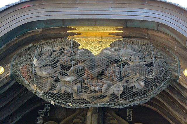酒列磯前神社・リスとぶどうの彫刻