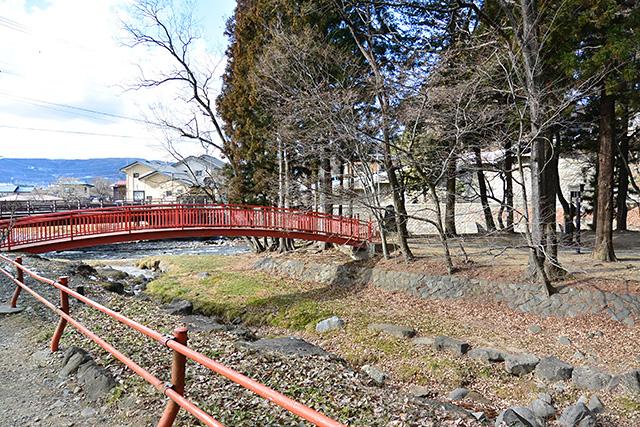 下社・春宮の浮島にかかる橋