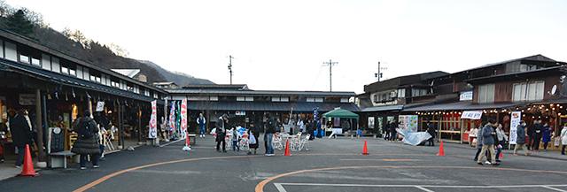上社・本宮、北参道の茶店がある駐車場