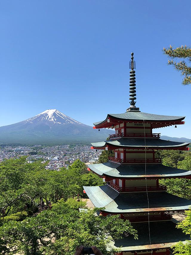 忠霊塔と富士山