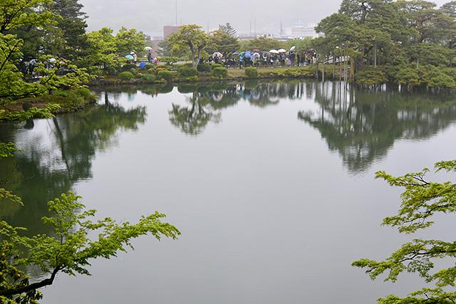霞ヶ池と蓬莱(ほうらい)島