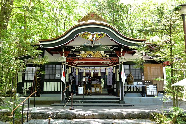 新屋山神社・拝殿