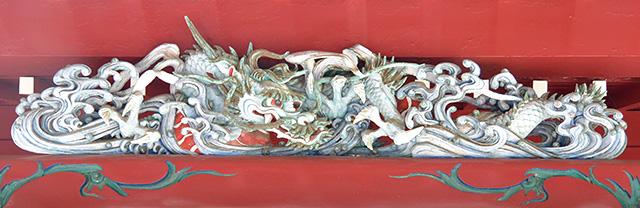 箱根神社の御本殿の龍の彫刻