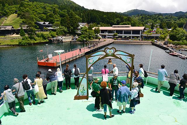 帰りの芦ノ湖遊覧船には外国人が多い