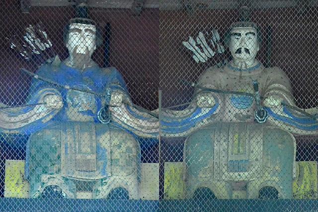 随神門の豊岩窓神と櫛岩窓神