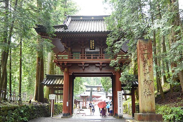 二荒山神社・楼門と社号