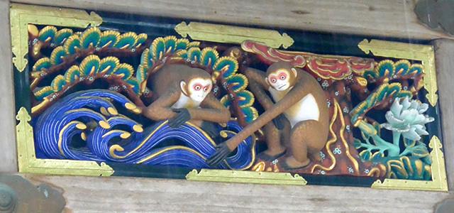 神厩舎の猿の彫刻