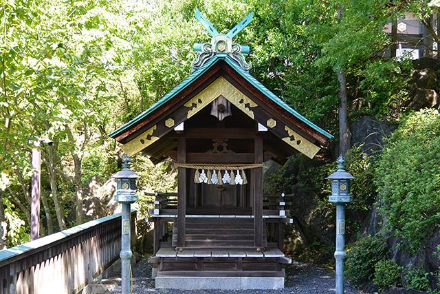 末社・龍蛇神社