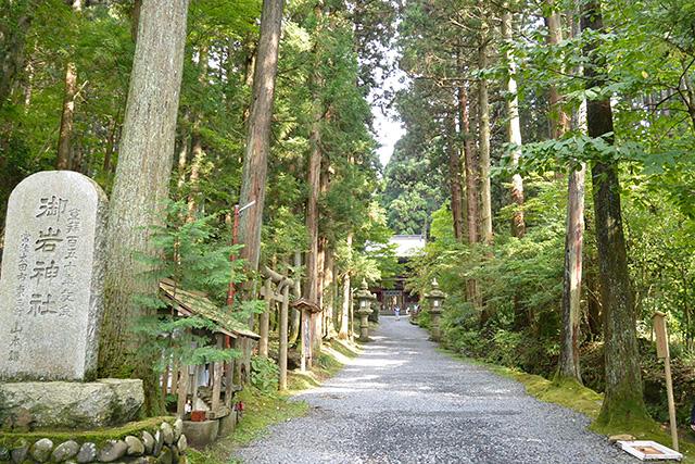 御岩神社・境内
