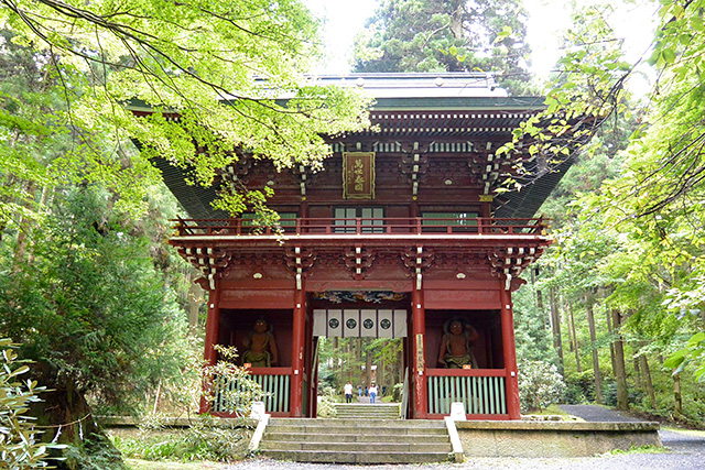 御岩神社・楼門(大仁王門)