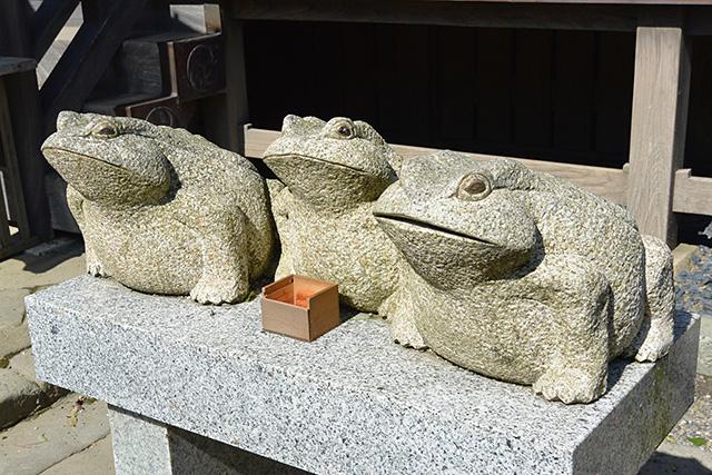 大洗磯前神社・ぶじかえる像
