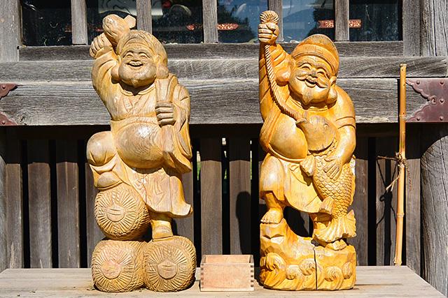 随神門の左前の大国様と恵比寿様