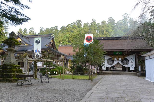熊野本宮大社・拝殿と神門
