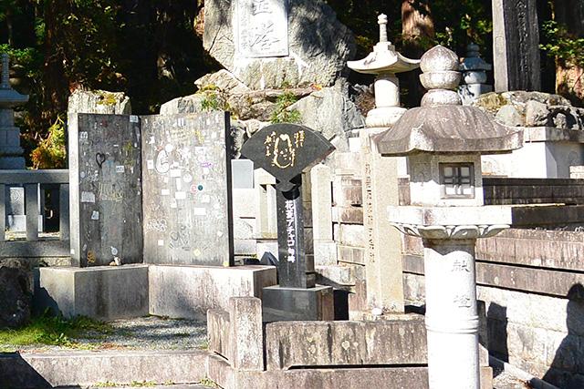 花菱アチャコ句碑