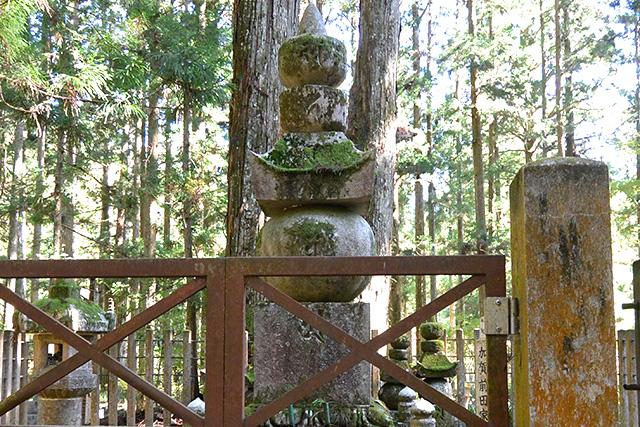 加賀前田家の供養塔