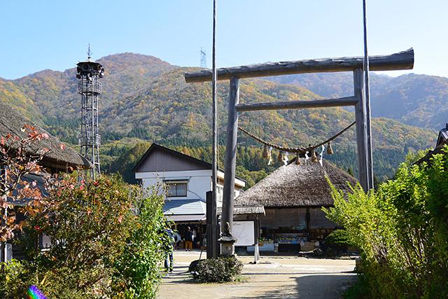 大内宿・街道の高倉神社の鳥居