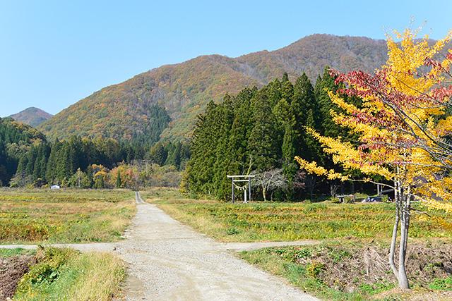 田園の中の高倉神社の第二の鳥居