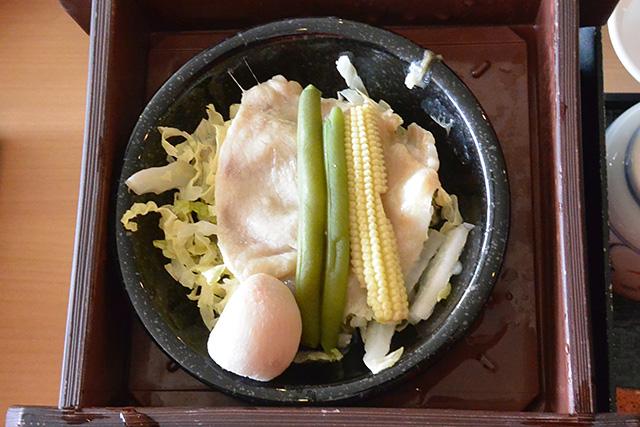 蒸した豚肉と野菜類