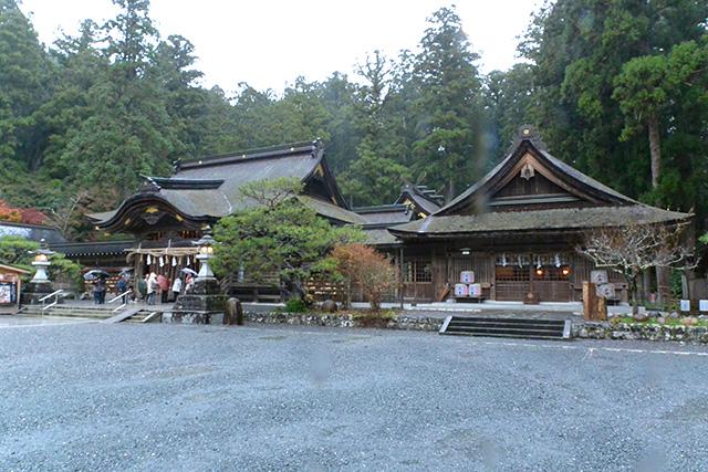 小國神社・拝殿と神徳殿
