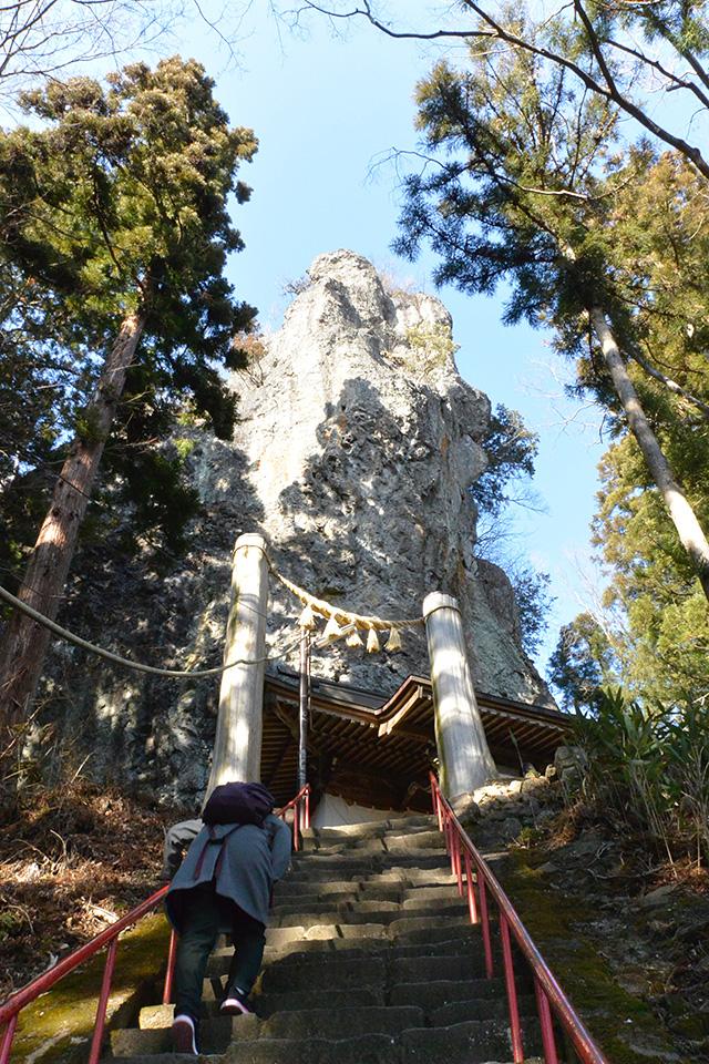 妙義山をバックにした中之嶽神社