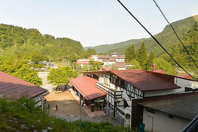 立山ケーブルカー車窓・立山駅