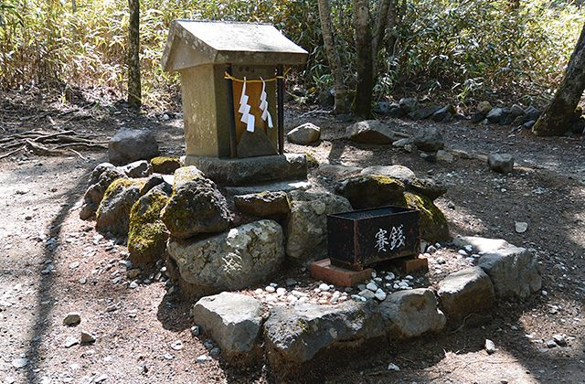 日本三大金運神社、新屋山神社奥宮・金劔宮・安房神社を訪れました。